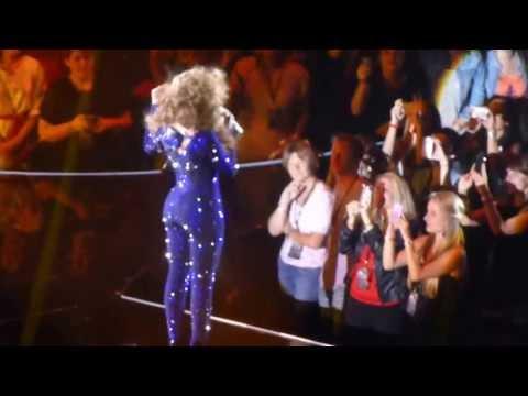 Beyoncé - Irreplaceable - The Mrs. Carter Show World Tour - Arena