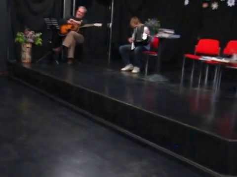 Luka Kovačić s harmonikom