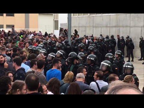 مواجهات بين الشرطة والانفصاليين في كاتالونيا يوم الاستفتاء
