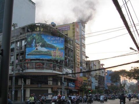 Cháy nhà mặt tiền đường Cách Mạng Tháng Tám, Quận 3