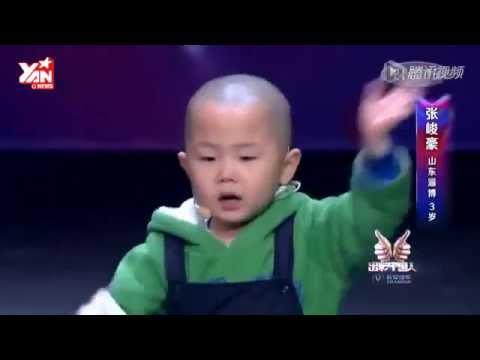 Những điệu nhảy rất dễ thương của em bé 3 tuổi