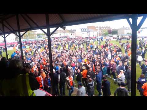 Luton fans celebrate at Welling(4)