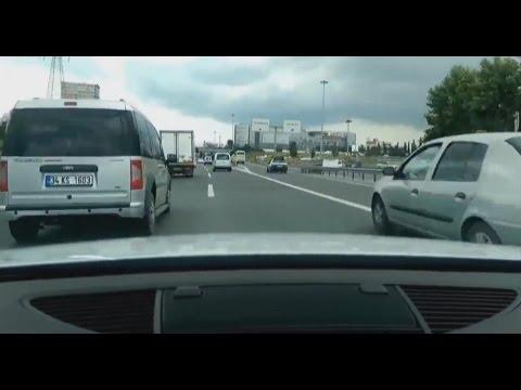 Audi TT Fahrer mit beachtlichen Skills auf der Autobahn