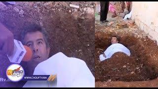 حقوقي يحتج بالكفن وسط القبر على الفساد الذي تعرفه مدينة فاس | خارج البلاطو