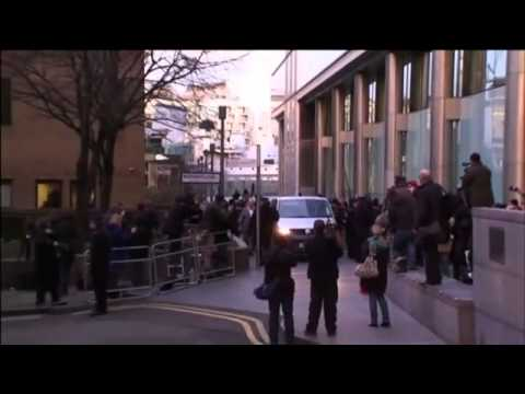 Rolf Harris leaves Southwark Crown Court - video