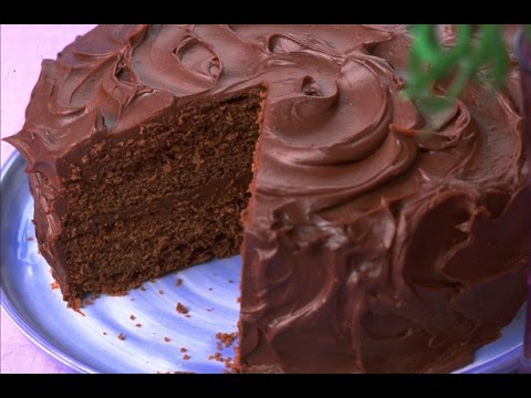 How to make chocolate fudge cake, Woman's Weekly cookery editor, Sue McMahon, talks you through this recipe. For more recipe videos check out http://www.goodtoknow.co.uk/videos