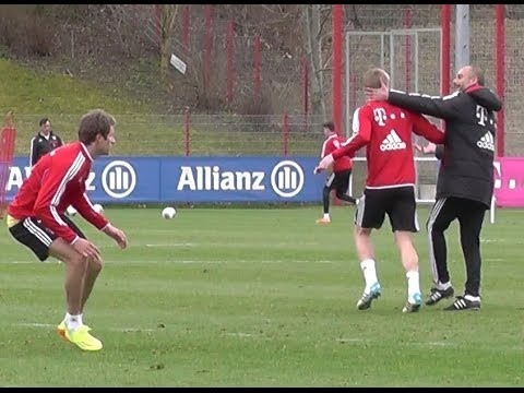 Funny - Pep Guardiola kidding after Toni Kroos tackling Thomas Müller