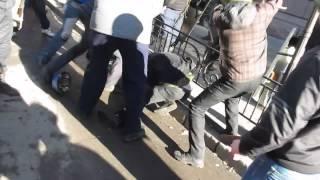 Protestatari bătuți crunt, apoi împușcați #Euromaidan