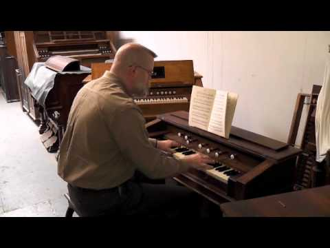 TRITANT:  Communion, on Petitqueux-Hillard harmonium
