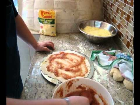 Receita massa de pizza no forno à lenha - Sabores portuguesa e banana - Cozinhando com digo