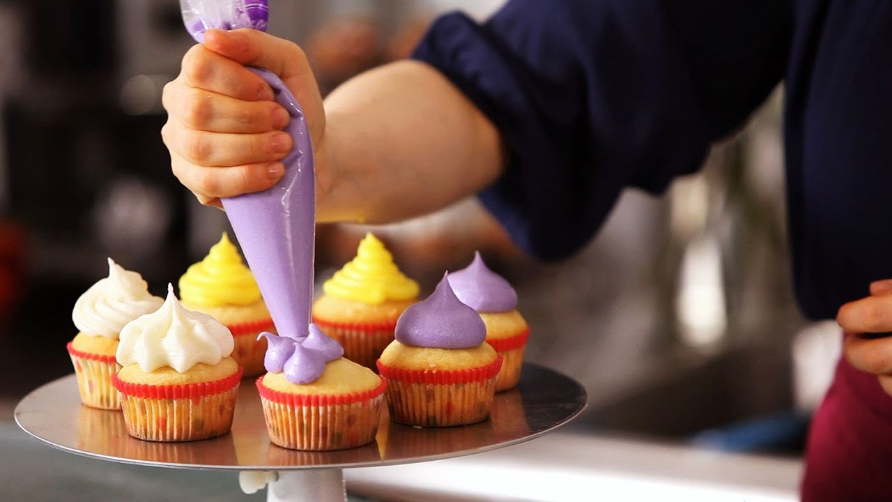 5 Cupcake Icing Techniques | Cake Decorating - YouTube