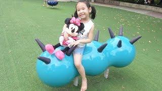 BÉ ĐI CHƠI CÔNG VIÊN  cùng Minnie Mouse - Baby learn colors ♥ Dâu Tây Channel