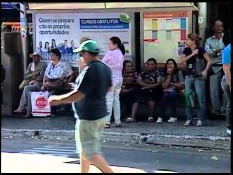Motoristas de transportes coletivos fazem protesto em Uberaba