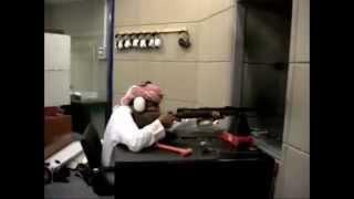 Orang arab lucu menembakan senjata