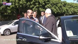 من أمام مقر حزب العدالة والتنمية: قادة شبيبة حزب المصباح يستقبلون بنكيران بتقبيل رأسه | خارج البلاطو