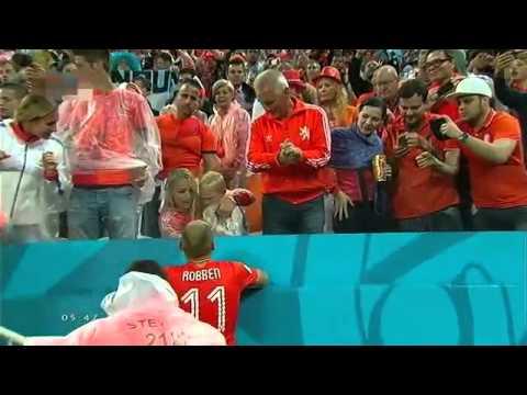 Arjen Robben an ủi con trai- Hình ảnh đẹp của một người hùng chiến bại.