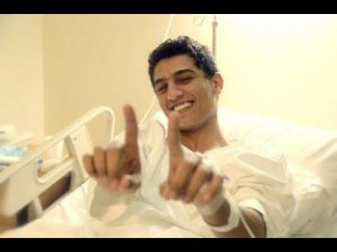 محمد عساف في المستشفي ويغني لفلسطين والصعوبات التي واجها في ارب ايدل - YouTube