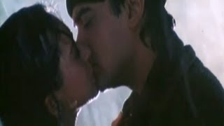 Hot Kissing Scene Aamir Khan & Karishma Kapoor Raja