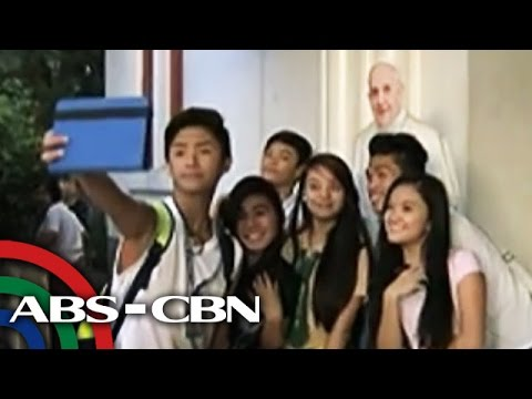 Pinoys take selfies with Pope standees