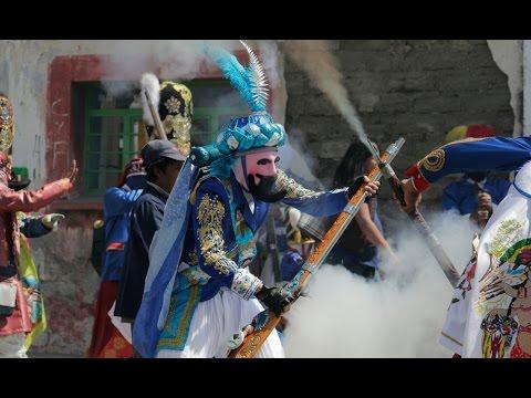 Envuelven colores y pólvora al Carnaval de Huejotzingo