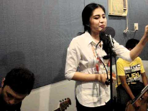 Julie Anne's Ustream - Superbass