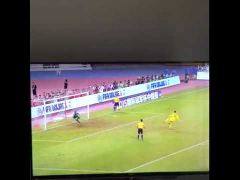 Kiko Casilla trổ tài sút và bắt penalty