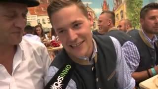 Il Monaco 1860 riempie il boccale all'Oktoberfest