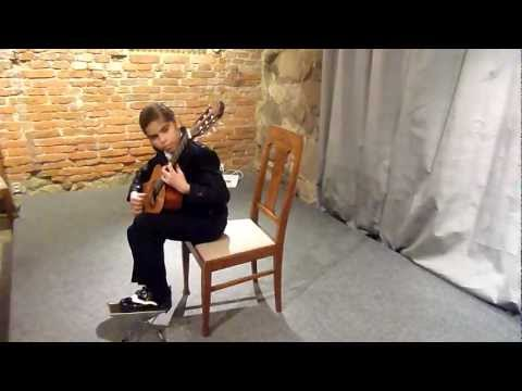 Eliot plays Capricho Àrabe by Francisco Tárrega