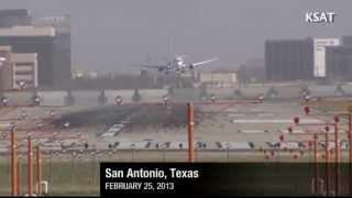 Aviones luchando con el viento en San Antonio, Texas, Estados Unidos (26/2/2013) CNN view on youtube.com tube online.