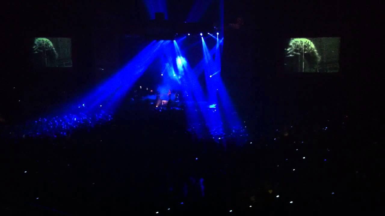 Burgerkill - Tiga Titik Hitam (Feat Fadly) | RockAdventure Spit The Venom Tour 2013 Video ini aku ambil waktu nonton konser burger kill Spit The Venom tgl 28 Sept @Istora Senayan. Agak Jauh sih Angle-nya, tp Soundnya \m/ thx 4 watching ^^