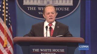 "Melissa McCarthy plays Sean Spicer on ""Saturday Night Live"""