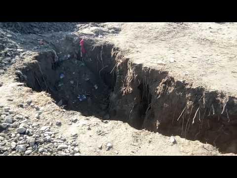 پشین (  عمر خان  کاکڑ ) پشین کلی حرمزئی میں حالیہ برفباری اور بارشوں سے زمین میں دراڑیں پڑ گئی ہے