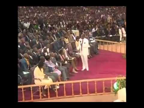 Nigerian Pastor Oyedepo Assaults Teenager in Church
