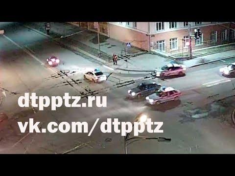 """Ночью на проспекте Ленина нетрезвая леди заехала в Университет. Наверное - """"за знаниями"""""""