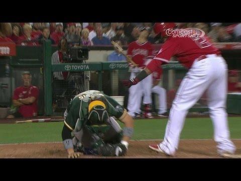 OAK@LAA: Norris hit by swing, stays in game