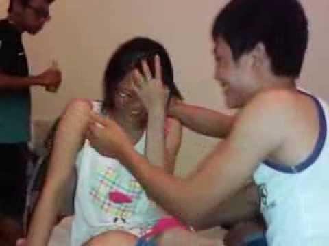 Gái ikeuchi đùa nhau lộ quần chíp =)))