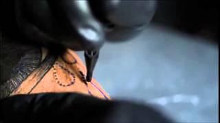 Veja a agulha de tatuagem em câmera lenta