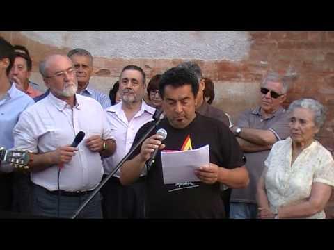 Homenaje a las víctimas del franquismo en las tapias del cementerio de Granada 2012