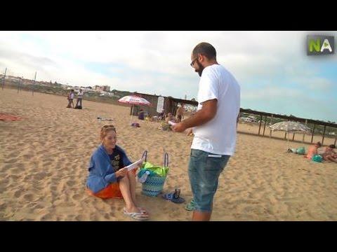 Buecher und Gedichte am Strand von Huelva