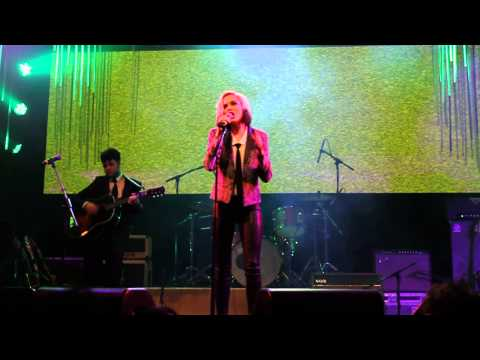 "Evan Rachel Wood singing ""High and Dry"" by Radiohead"