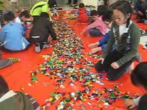 Học sinh Trường Tiểu học Lý Thái Tổ và Đoàn Thị Điểm cùng thi lắp ghép Lego