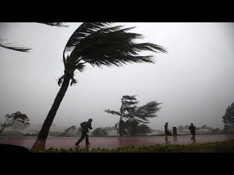 """الأرصاد لـ""""وطن"""": الرياح التي هبت """"نادرة"""" ولامست 100 كم في الساعة"""