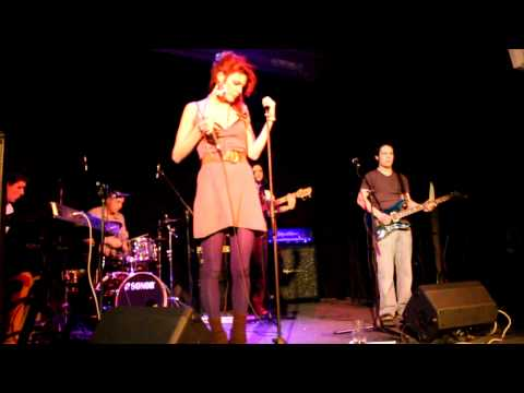 Cosmic People - I don't wanna fall in love - Live at 2.patro (16.2.2012, Prague)