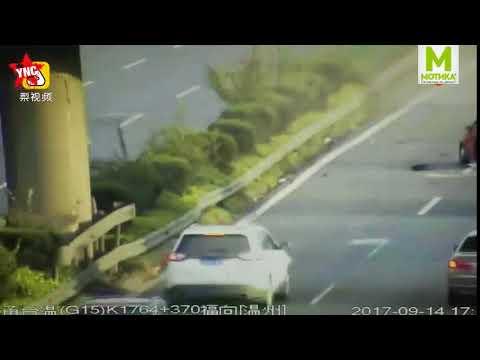 Жестоко: Жената-возач реши да си го провери моторот на автопат и тоа на брзата лента