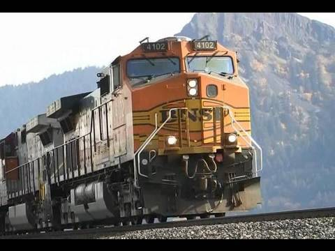 HD BNSF 4102 Freight train in the Columbia River Gorge