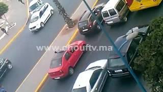 فيديو خطير..شوفو لحظة سرقة سائق طاكسي بحي مولاي رشيد | زووم