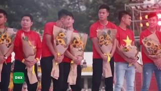 HÀ �ỨC CHINH liên tục làm trò hài hước ch�c ghẹo Quang Hải trên sân khấu | Dailysao