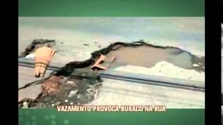 Telespectador indignado: Vazamento provoca buraco na rua em Nova Lima