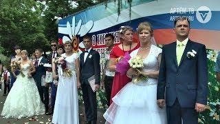 Молодожёны Артёма в честь Дня семьи, любви и верности получили свидетельства о браке