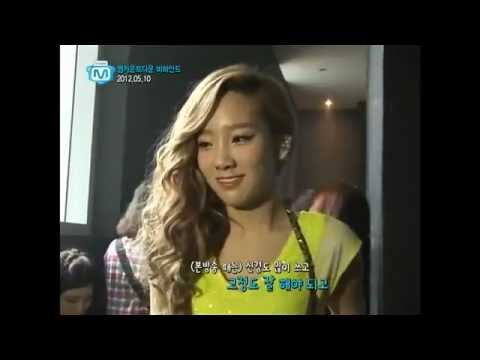 SNSD  TaeTiSeo taeyeon shirt off ^^ Funny cute